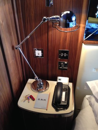 Great Northern Hotel, A Tribute Portfolio Hotel: Bedside table