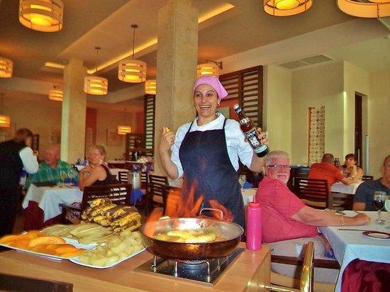 Royalton Cayo Santa Maria: flaming desserts