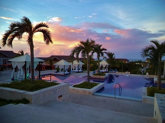Royalton Cayo Santa Maria : Lobby pool at Sunset