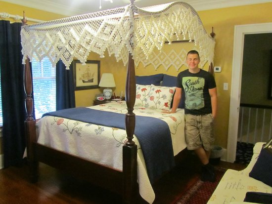 Sidwell Friends Bed and Breakfast: 4 Poster bed