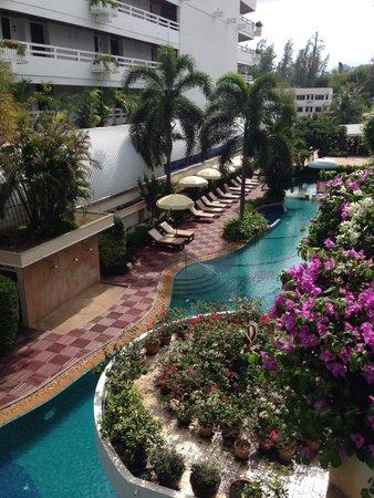Cha-Am Methavalai Hotel: Uitzicht vanaf balkon