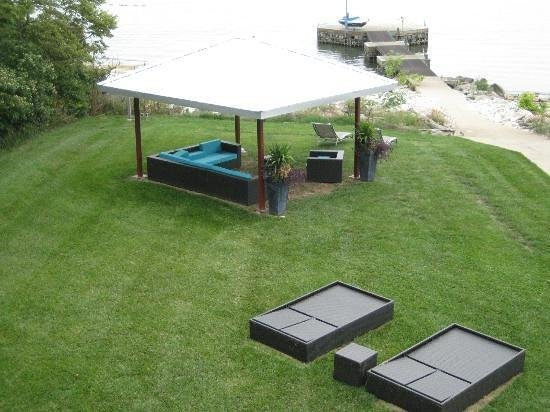 Sun and Surf Bed and Breakfast: Back yard - directly on the water.  No road here...