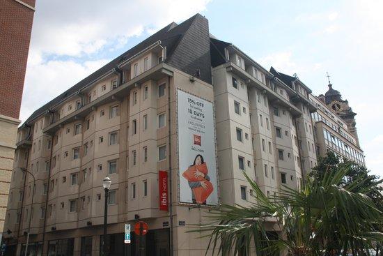 Ibis Brussels Centre Sainte Catherine: Vista exterior Hotel.