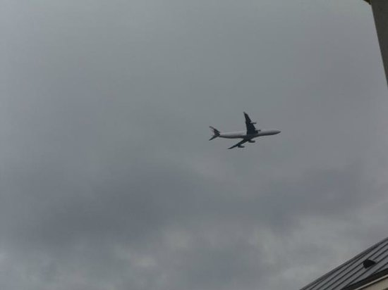 Residhome Roissy Park: view on planes