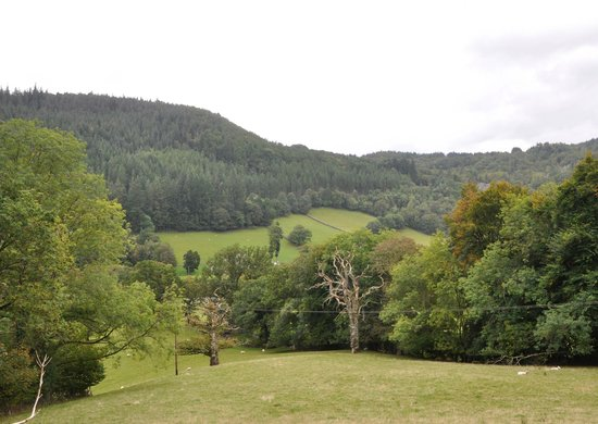 Tan Dinas Country House: View over valley in front of Tan Dinas
