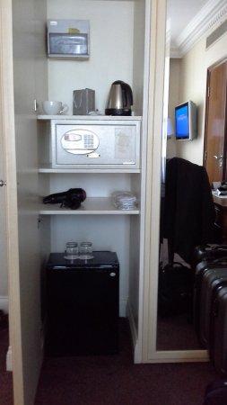 Ashburn Hotel : Safe in closet.