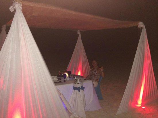 Sandos Playacar Beach Resort : Cena romantica en la playa