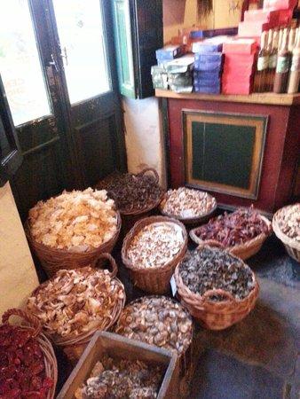 Epoca de Quesos: Frutas secas para venta al por menor