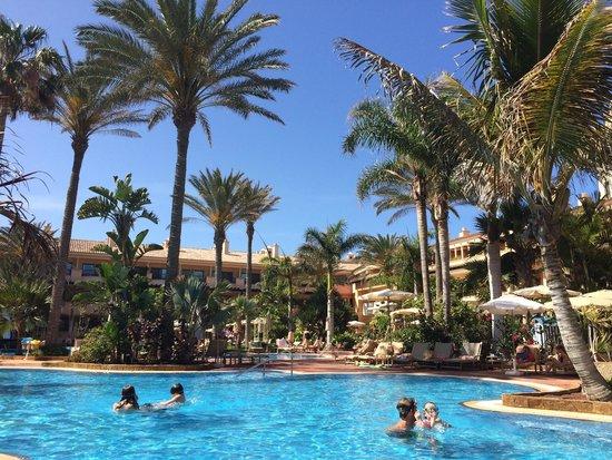 Gran Hotel Atlantis Bahia Real: Aussenpool