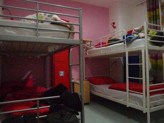 Hostel of the Sun: Notre chambre: 2 lits superposés et un lit simple