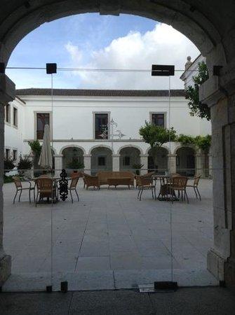 Pousada de Palmela Historic Hotel: the courtyard