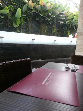 Primera Hotel Seminyak: Enjoying the breakfast buffet