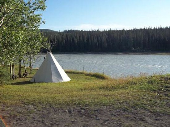 Old Entrance B 'n B Cabins & Teepees : Teepee by the river