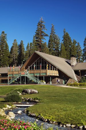 Mammoth Mountain Inn: Summer Exterior