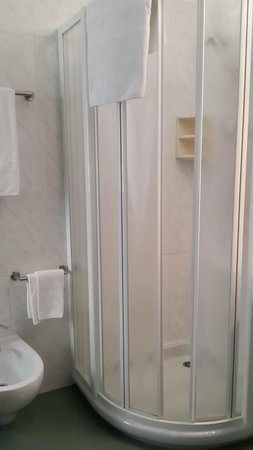Hotel Residence Baita Clementi: The bathroom