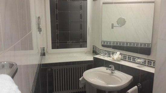 Best Western Plus Hotel Mirabeau: Part of Bathroom