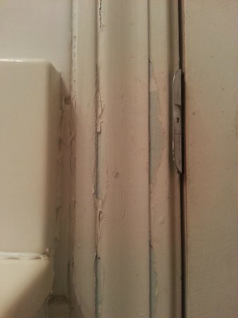 Bardstown Parkview Motel: The Bathroom Paint