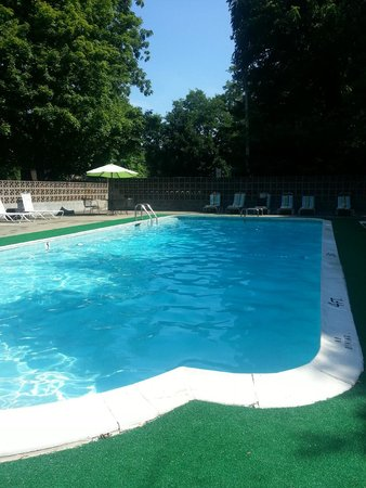 Bardstown Parkview Motel: The Pool