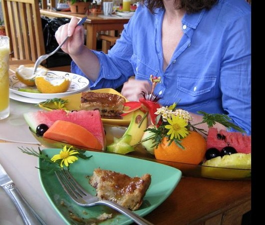 Pura Vida Hotel: Array of wonderful tropical fruit (and more) at breakfast