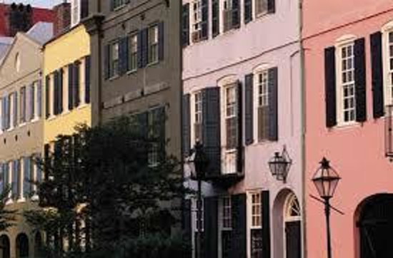 Holiday Inn Charleston Riverview: Historic Rainbow Row