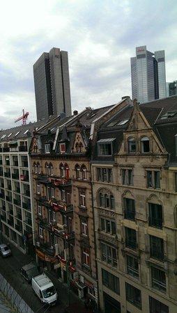 Clarion Collection Frankfurt Central Station: Вид из окна