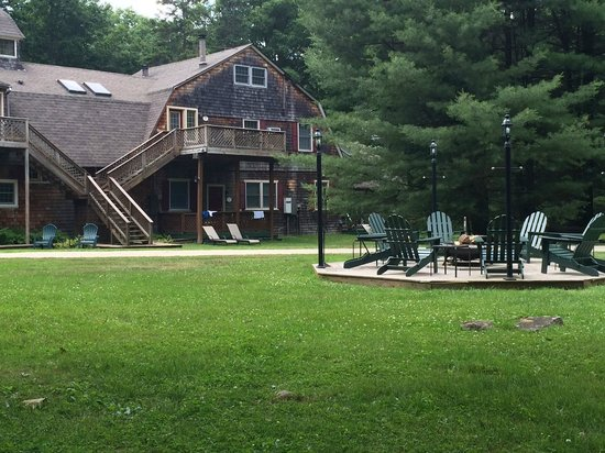 Inn at Lake Joseph: View of the carriage house and fire pit