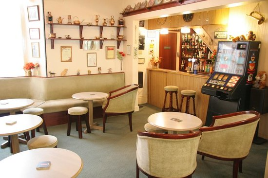 The Beauchief: Bar Lounge