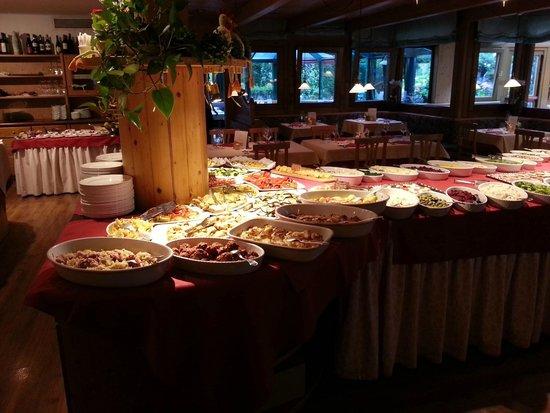 Sporthotel Rosatti: Antipasti a buffet