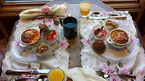 Alpenhorn Bed and Breakfast Inn : Breakfast day 1