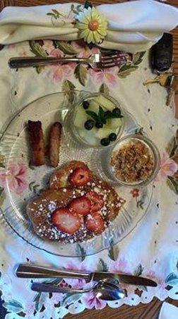 Alpenhorn Bed and Breakfast Inn: Breakfast day 2