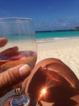 Tom Beach Hotel: Lovey Rose & view on the beach