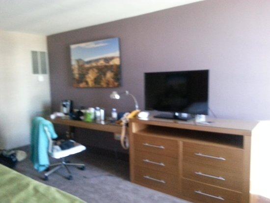 Whitney Peak Hotel: concierge king