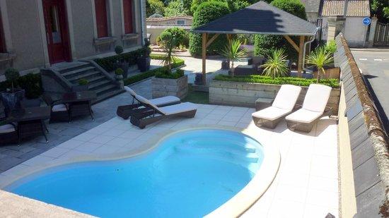 La Villa De Mazamet : Du calme au bord du l'eau.