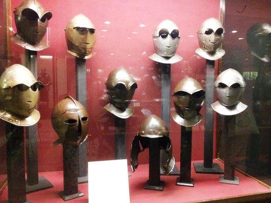 Grandmaster's Palace: Helmet display- cybermen?