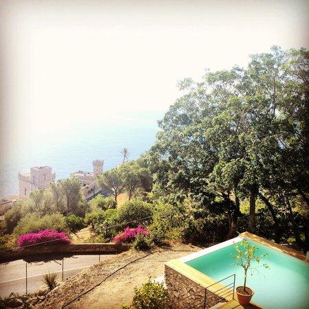Mon Repos Luxury Suites: Balcony view