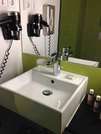 Hotel Gat Point Charlie: bathroom