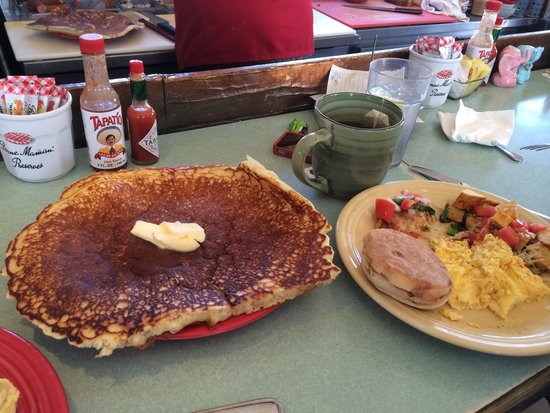 Loulou's Griddle In The Middle : Huge amazing pancake!