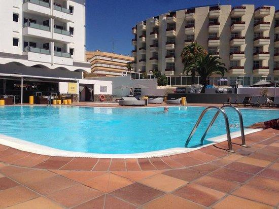 AxelBeach Maspalomas: Pool area