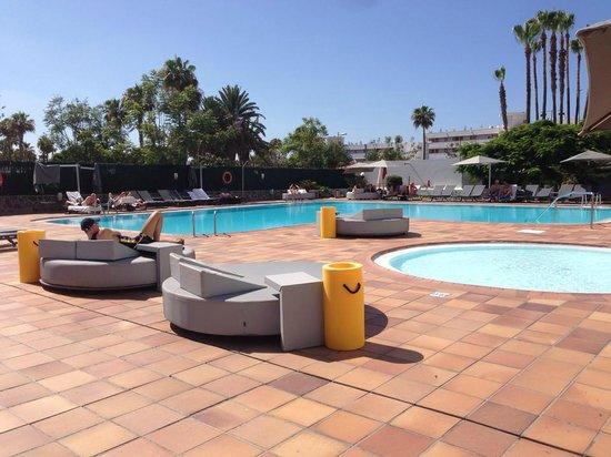 Axel Beach Maspalomas: Pool area