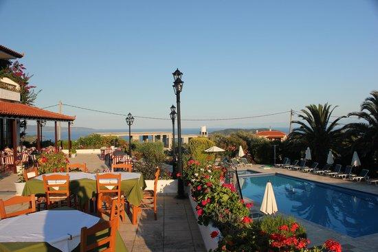 Paradise Hotel: Beautiful Terrace overlooking the pool