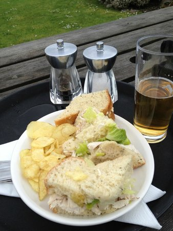 Isle of Coll Hotel: Lunch in the garden