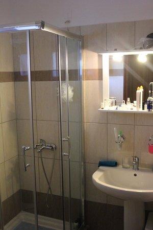 Paradise Hotel: Lovely upgraded bathrooms