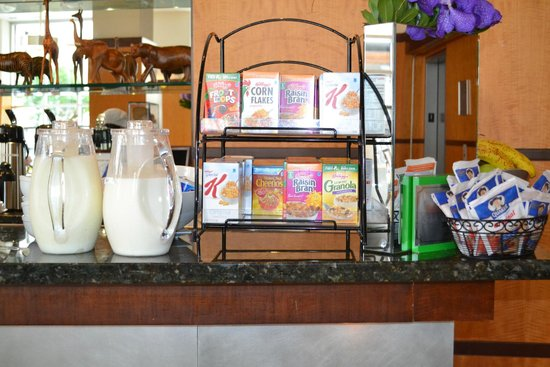 Hotel Giraffe by Library Hotel Collection: Breakfast