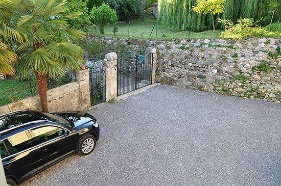 Bescat, Francia: parking