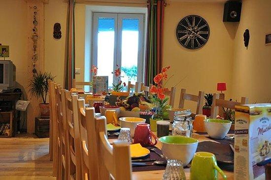 Bescat, Francia: salle du petit déjeuner