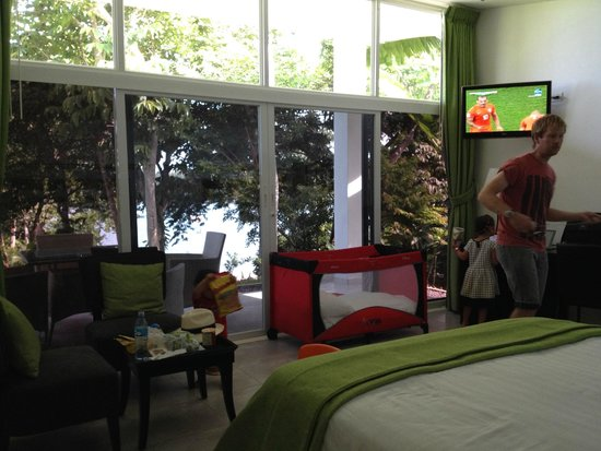 Hotel Bocas del Mar : extra baby cot available