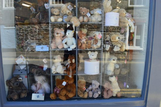 Padstow Harbour : The Teddy bears waiting for their picnic