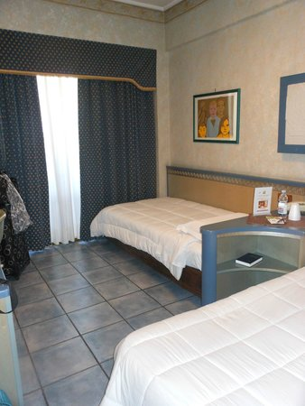 Hotel ibis Styles Palermo: Dorm-like room for a couple?