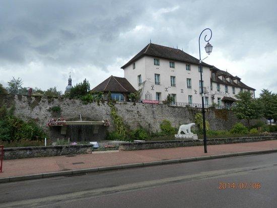 Hostellerie de la Tour d'Auxois: vue d'ensemble de l'hôtel