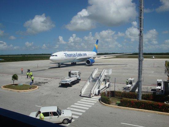 Sol Cayo Guillermo: Thomas Cook A330 at Jardines Del Rey airport Cayo Coco